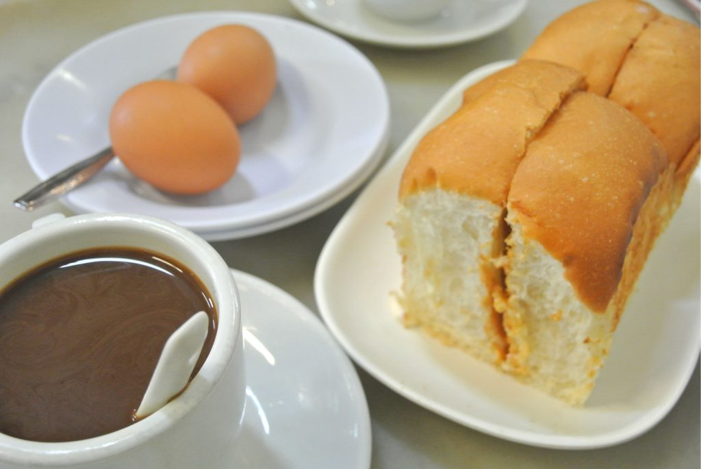 YYカフェカヤトーストとコピと温泉卵