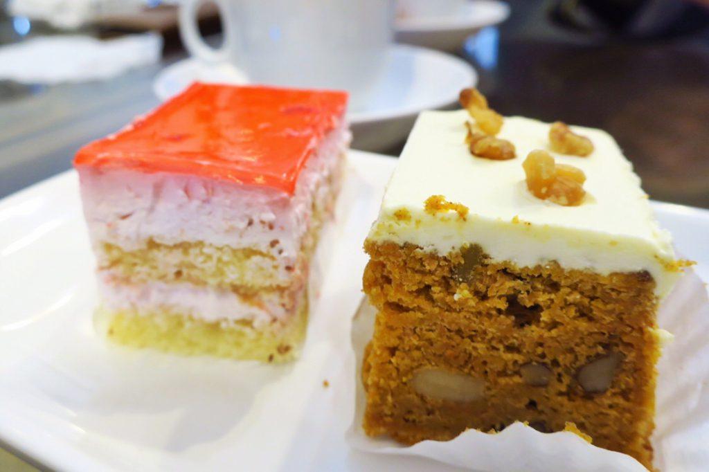 ストロベリームースケーキとキャロットケーキ断面