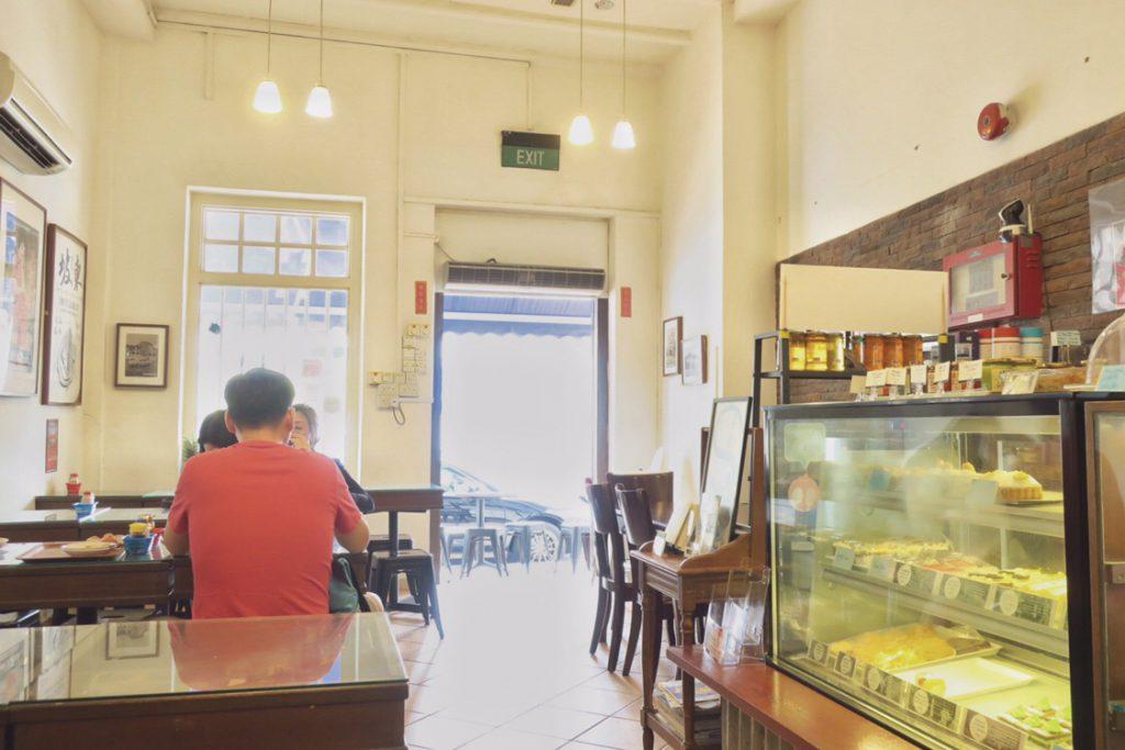 ドン・ポ・コロニアル・カフェの店内(平日)