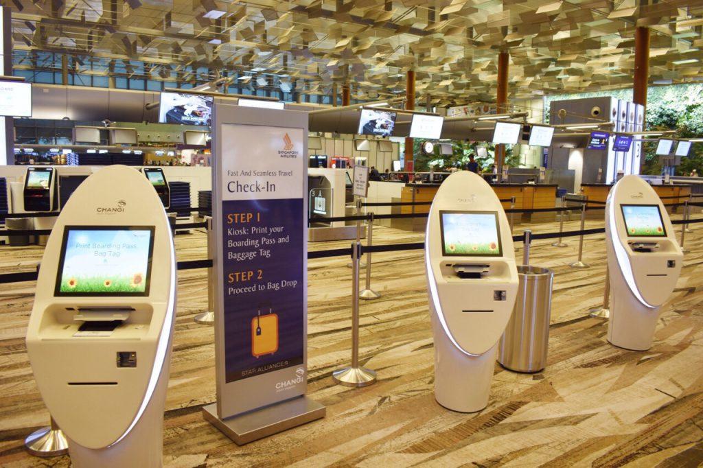 シンガポール航空の無人チェックインカウンター