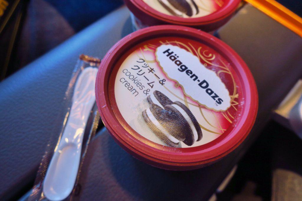 シンガポール航空機内食ブックザクック デザートのハーゲンダッツ