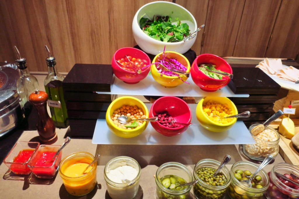 パン パシフィック サービススイート ビーチロード シンガポールの朝食ビュッフェ サラダコーナー