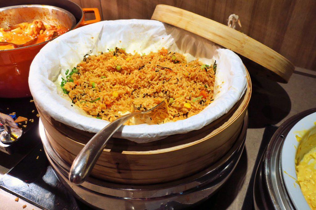 パン パシフィック サービススイート ビーチロード シンガポールの朝食ビュッフェのチャーハン