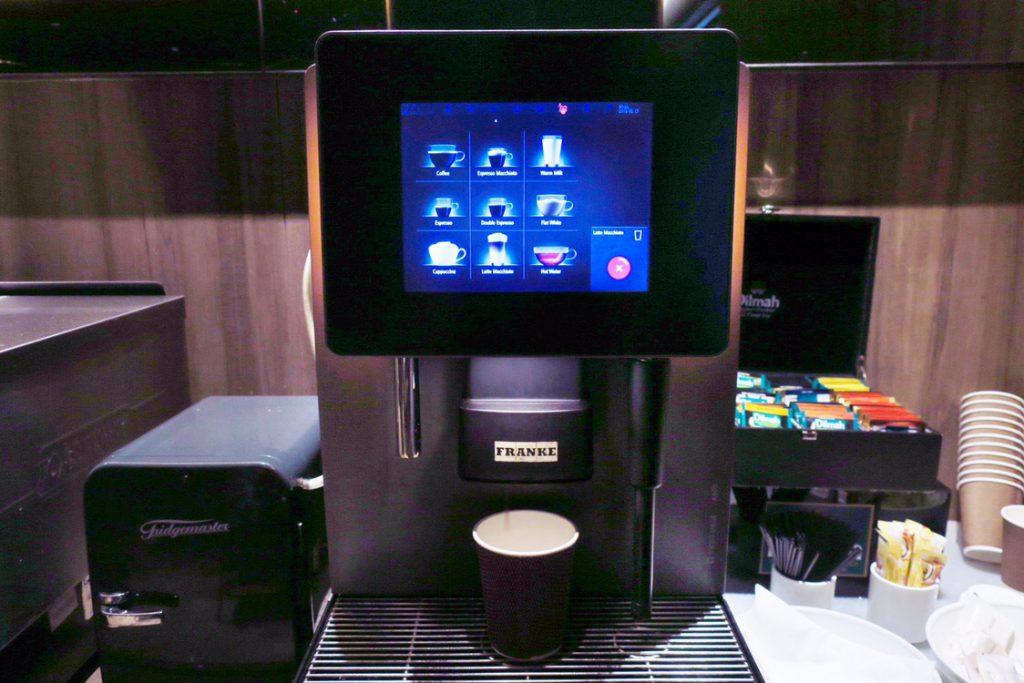 パン パシフィック サービススイート ビーチロード シンガポールの朝食ビュッフェ コーヒーマシン