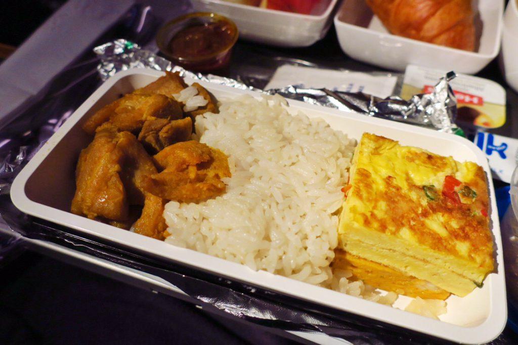 シンガポール航空機内食ブックザクック 朝食限定メニューナシレマとフライドチキン