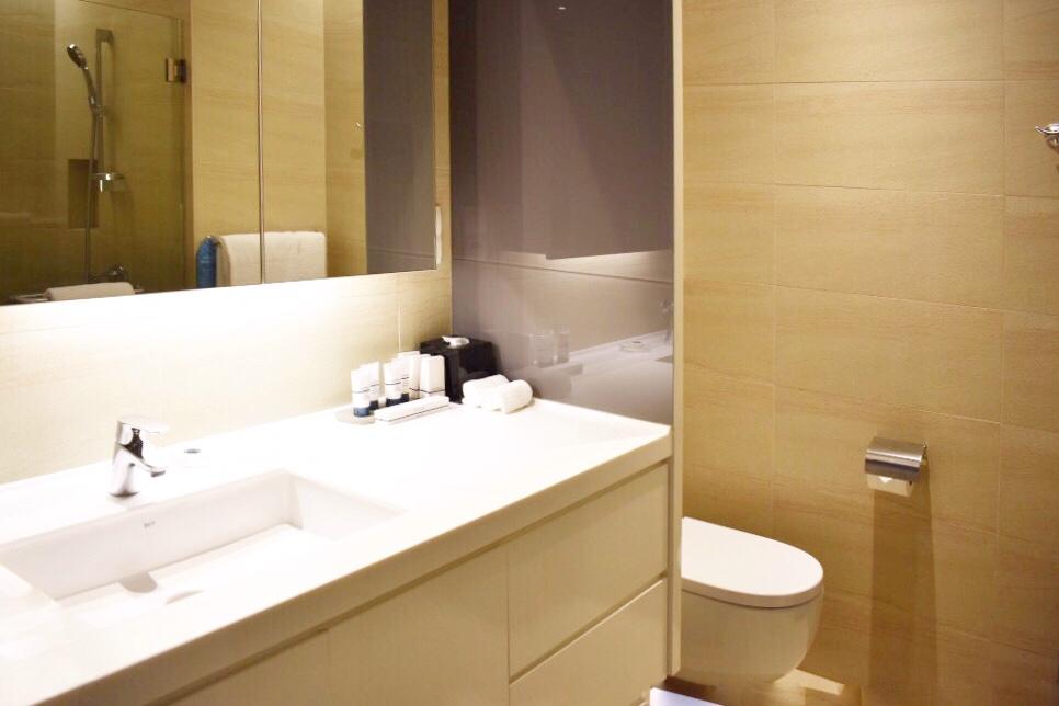 1ベッドルーム エグゼクティブ (1 Bedroom Executive) 洗面所とトイレ