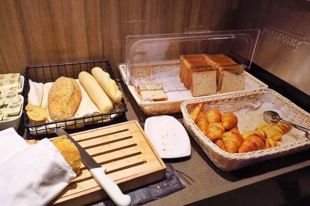 パン パシフィック サービススイート ビーチロード シンガポールの朝食ビュッフェ パン