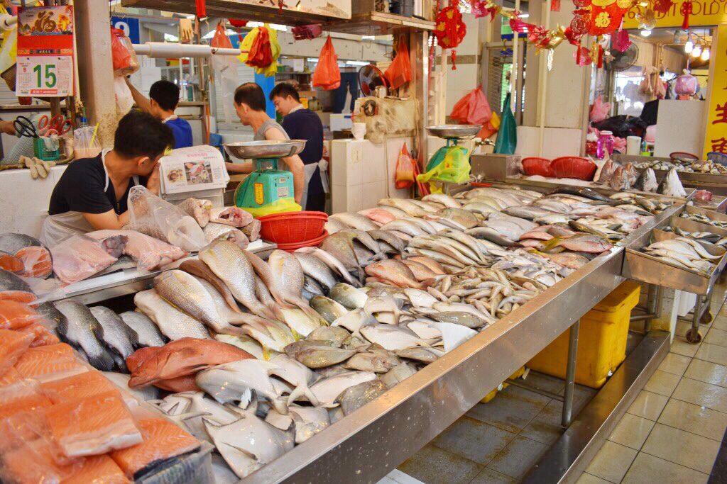 テッカセンターの魚屋さん