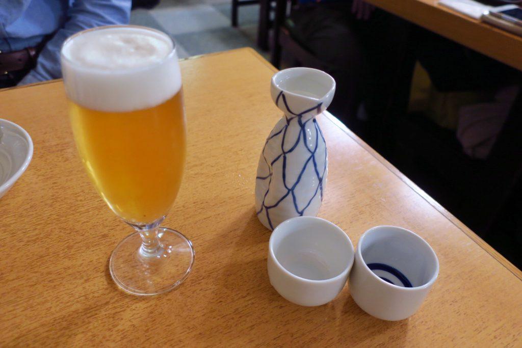 大都会の日本酒とグラスビール