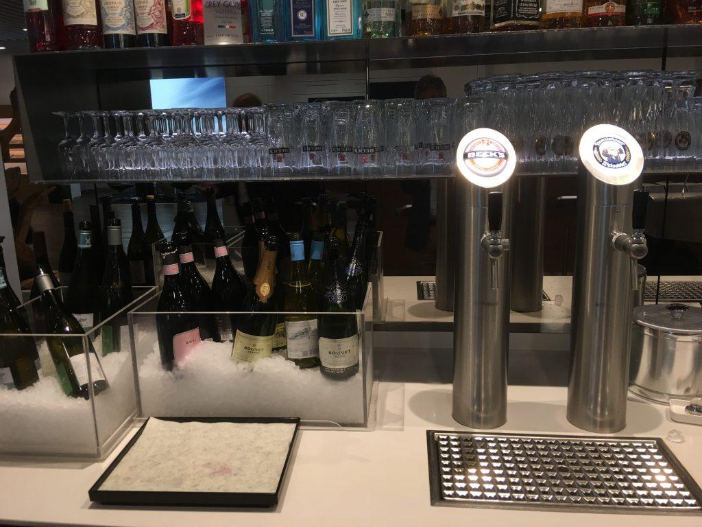 LOT Senator Lounge beverage corner
