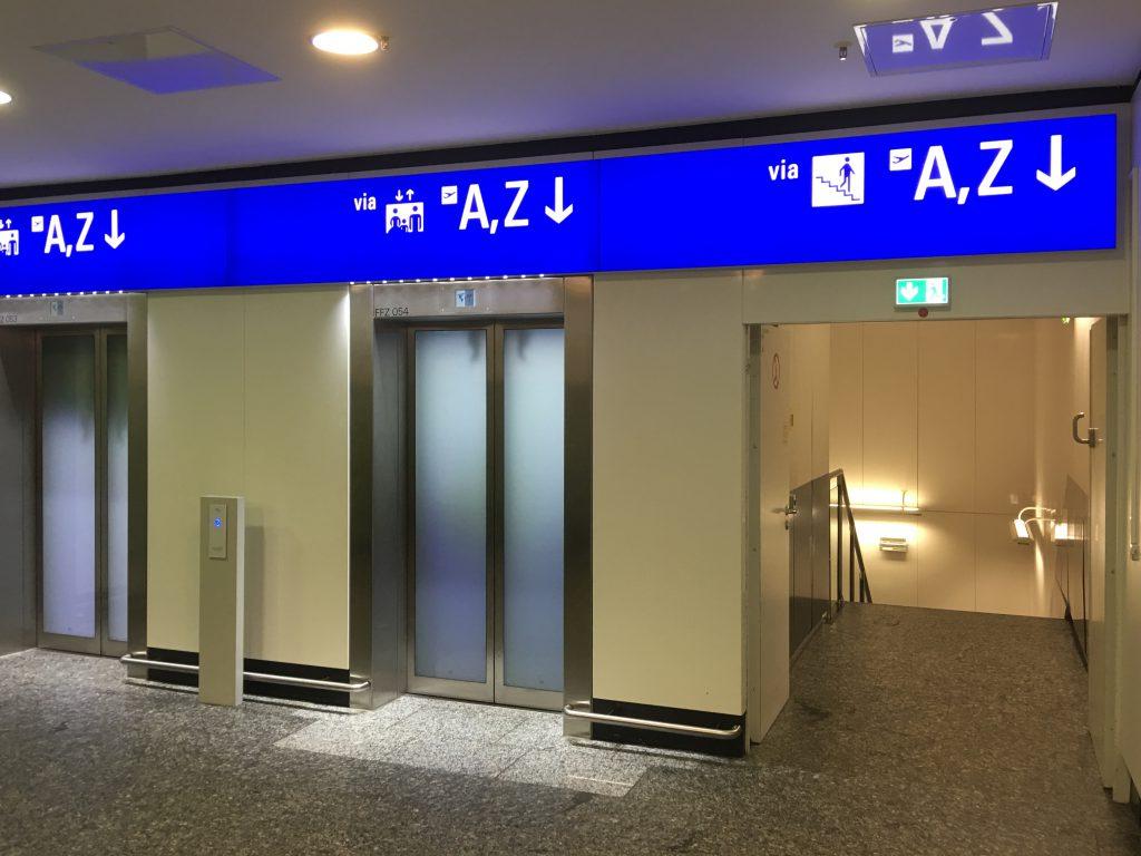 地下通路への入口