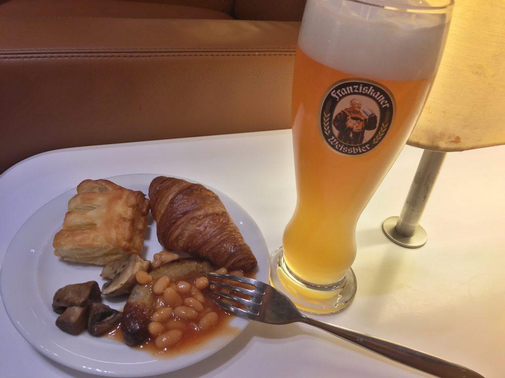 LOT Senator Lounge breakfast