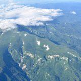 飛行機から見た月山