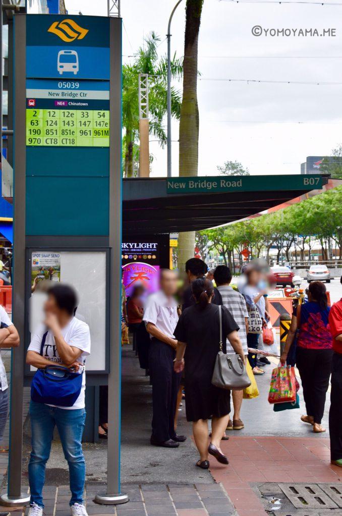 シンガポールチャイナタウンのバス停写真