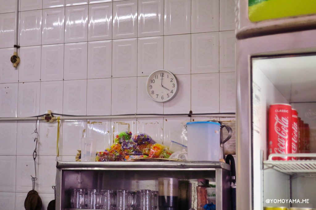 Hill Street Tai Hwa Pork Noodleの行列に心折れそうになりながら撮った時計