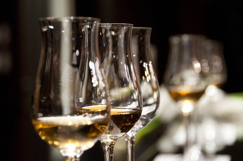 ワインのテイスティングができるパッケージツアー