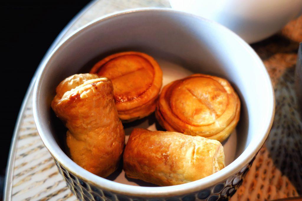 MO Bar チリクラブパイとポテトと海藻のパフロール