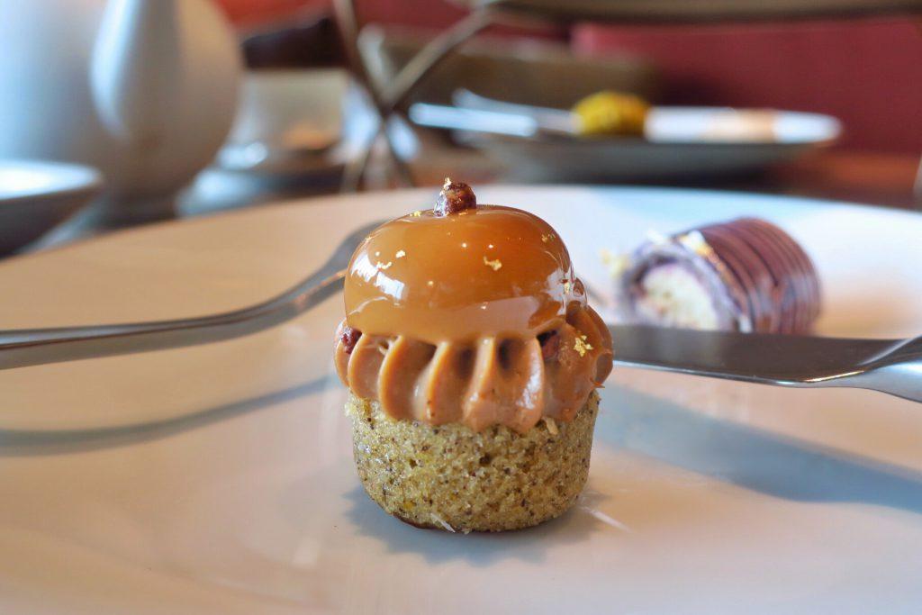 MO BARのアフタヌーンティー オレンジコーヒーパウンドケーキ