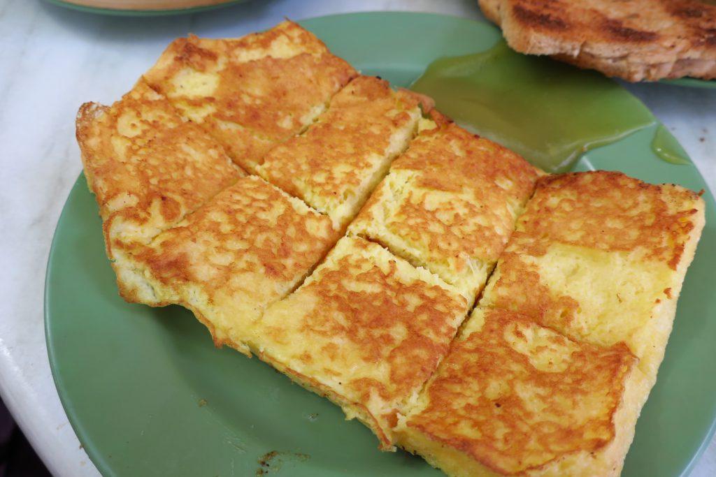 シンガポールのヤクンカヤトーストのフレンチトースト