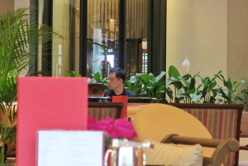 シンガポール・リージェントホテル アフタヌーンティー ピアノの生演奏