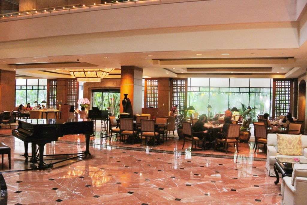 シンガポール リージェントホテル ロビーにはグランドピアノが