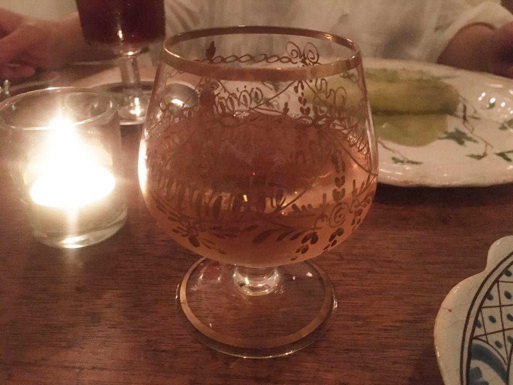 台形の琥珀ワイン(ジョージアのオレンジワイン)