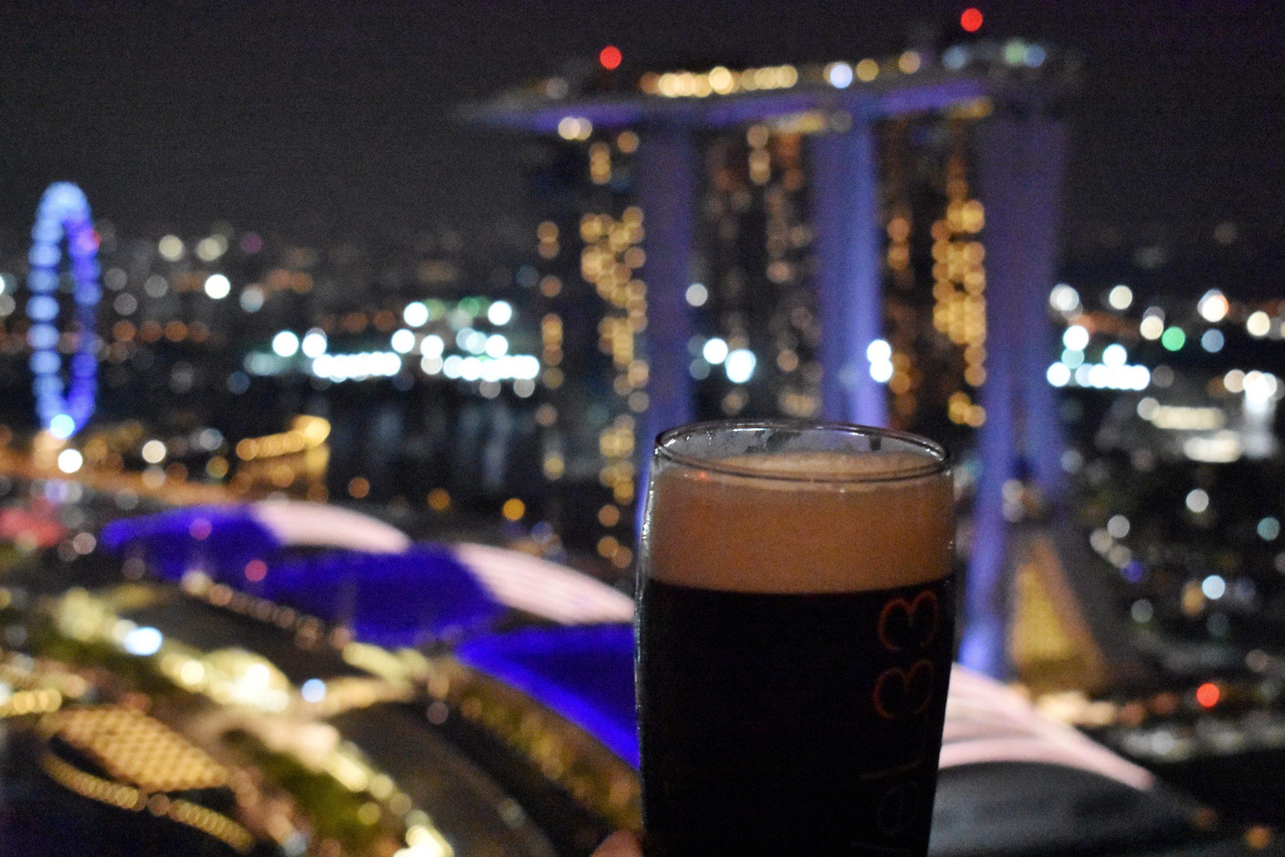 シンガポールのオススメバー「Level 33」マリーナベイの絶景と世界一のビール!