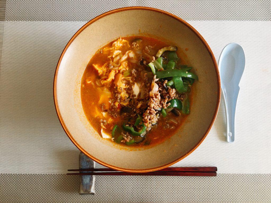 佐渡島のお野菜いためのっけ辛ラーメン
