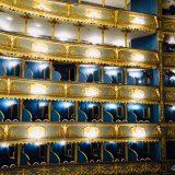 エステート劇場内観 美しい青色の座席